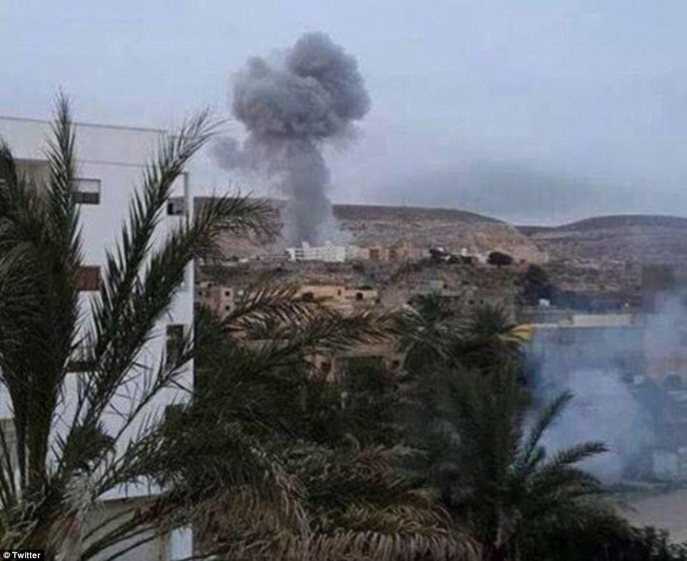 Egito lança ataques aéreos contra o EI após os jihadistas executarem 21 cristãos coptas
