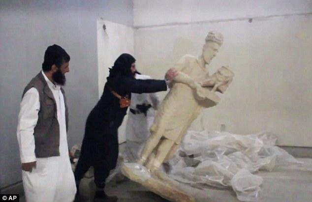 Extremistas do Estado Islâmico destroem museu no norte do Iraque