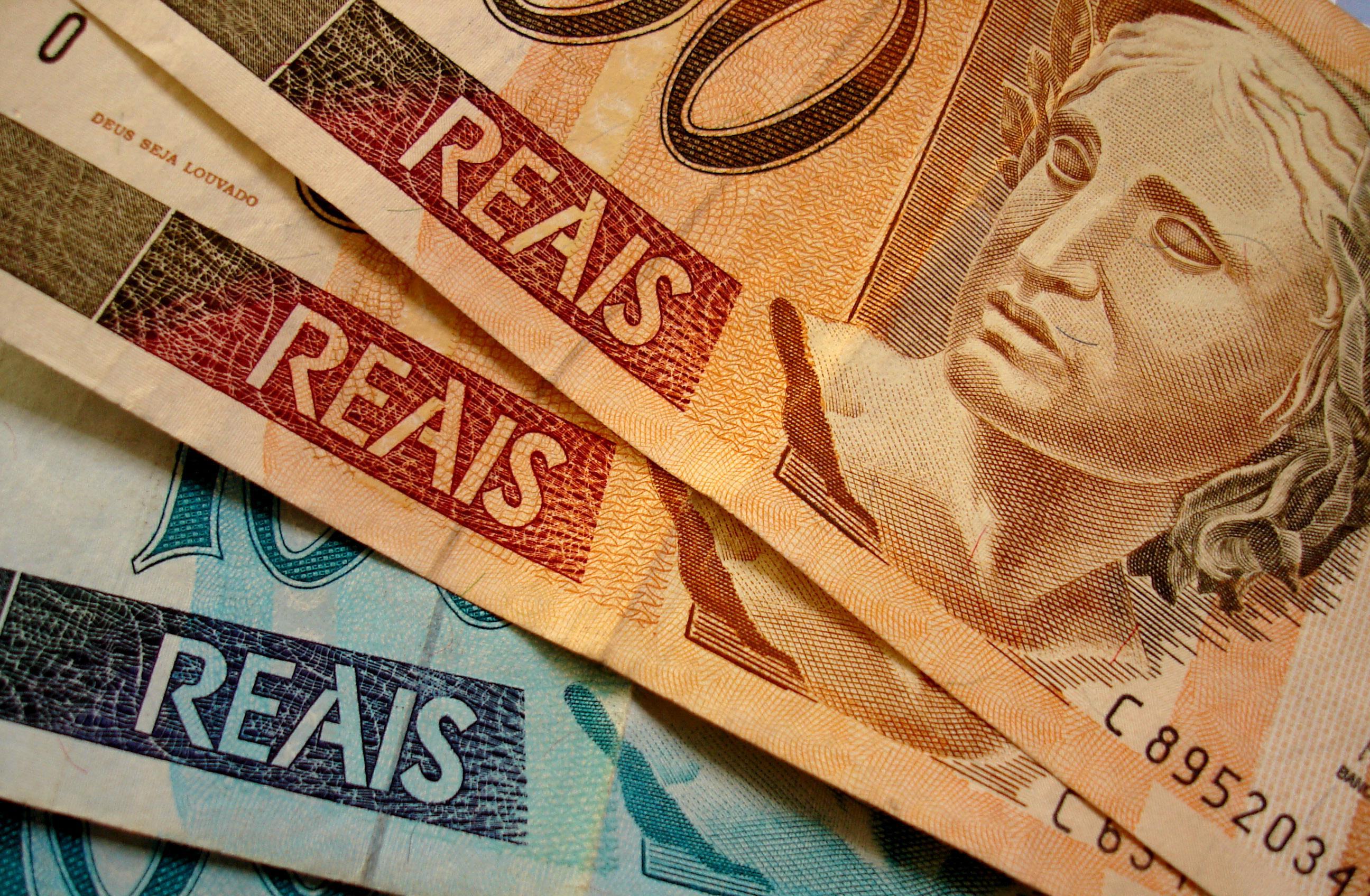 Renda média domiciliar per capita do brasileiro é R$ 1.052, diz IBGE