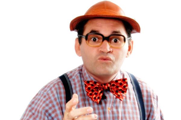 """Humorista Seu Dedé apresenta o espetáculo """"Pra Quê Casar?"""" no TAM"""