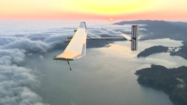 Avião movido a energia solar prepara volta ao mundo a partir de Abu Dhabi