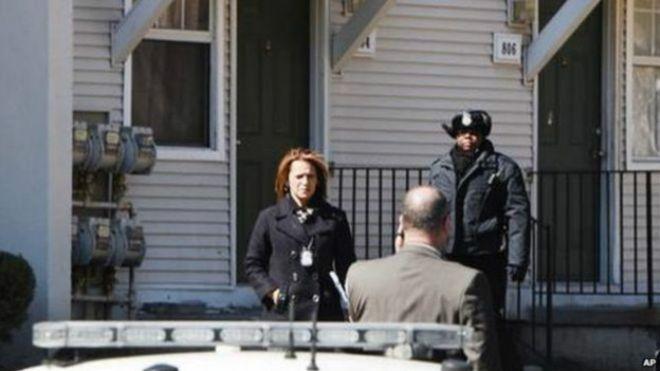 Mulher é presa após polícia encontrar dois de seus filhos 'mortos no freezer'