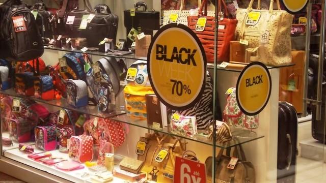 """Em """"Black Friday fora de época"""", comércio oferece descontos em 500 sites"""