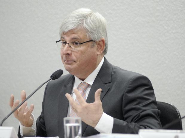 Janot pede abertura de 28 inquéritos contra políticos citados na Lava-Jato