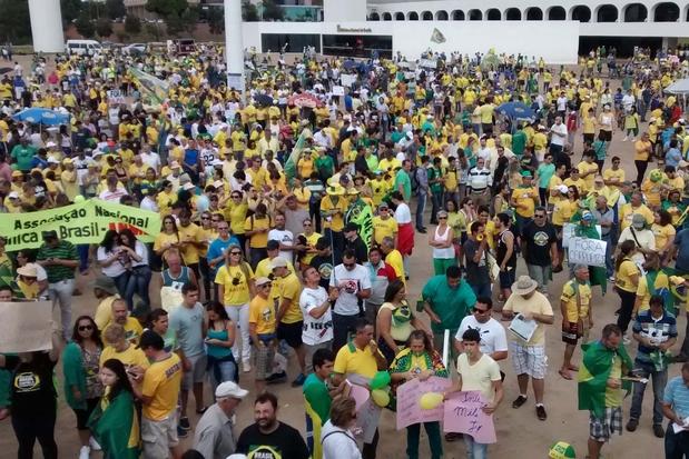Cerca de 45 mil pessoas ocupam a Esplanada dos Ministérios