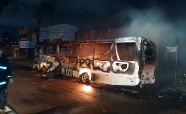 Após onda de ataques, empresas mandam recolher ônibus em Natal