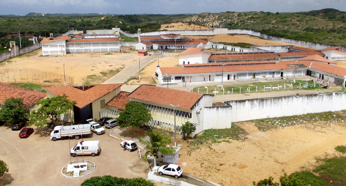 Três detentos são mortos a facadas na penitenciária de Alcaçuz