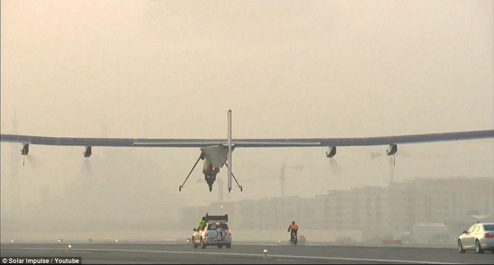 Avião movido a energia solar decola da China para atravessar o Pacífico