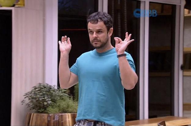 """BBB 15: Adrilles analisa relação de Amanda e Fernando e diz """"Ele virou habitué dela"""""""
