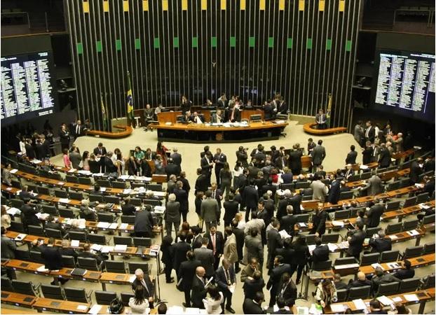 Congresso aprova Orçamento 2015 e triplica fundo partidário