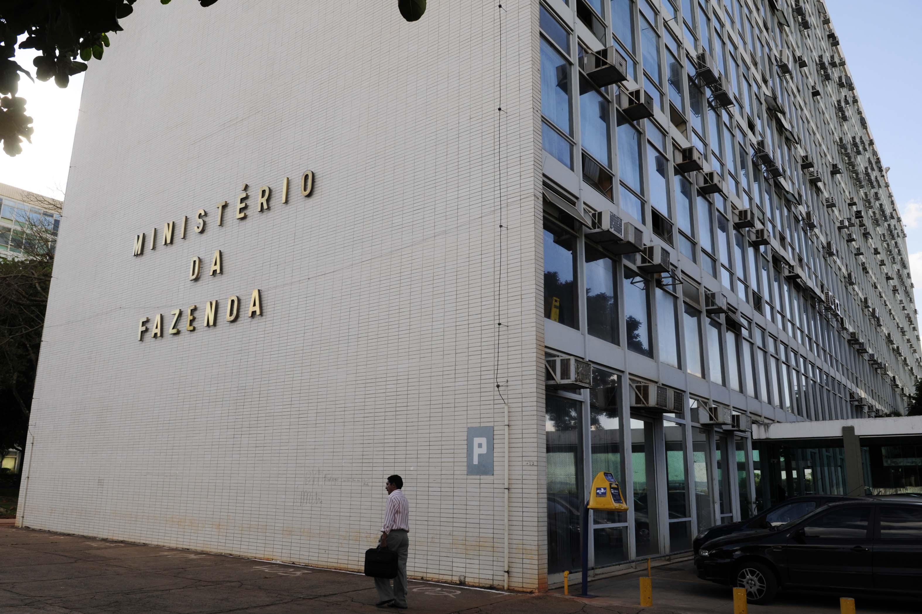 Ministério da Fazenda confirma para 2015 concurso com 3.500 vagas