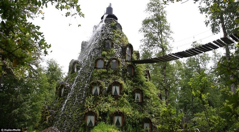 Montaña Mágica: Conheça o hotel de luxo construído dentro de um vulcão feito pelo homem