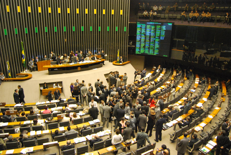 Câmara aprova fim da reeleição de presidente, governador e prefeito