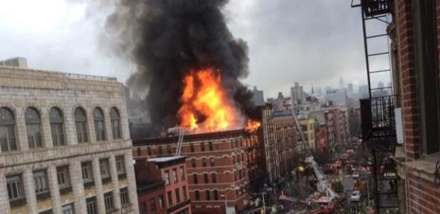 Prédios desabam após explosão em Nova York