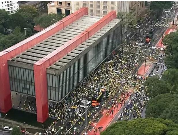 Protesto contra o governo leva 1 milhão de pessoas na Avenida Paulista, diz PM