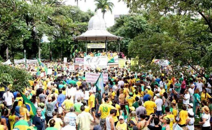 PM de Minas estima 24 mil pessoas na Praça da Liberdade