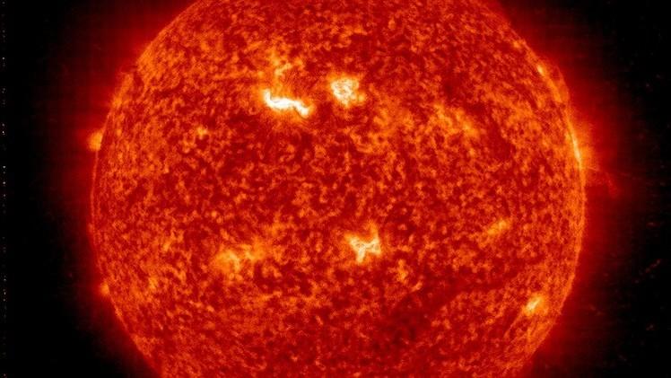 Tempestade solar ameaça comunicações por satélite e redes de energia