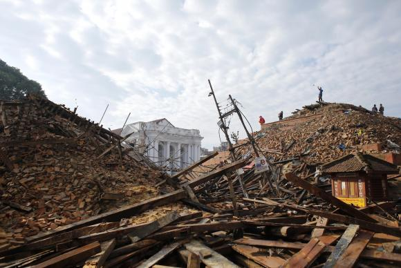 Número de mortos no terremoto que arrasou o Nepal sobe para 5.489