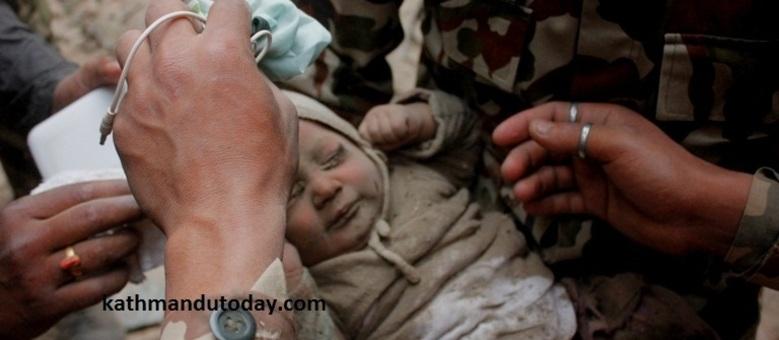 Soterrado, bebê de 4 meses sobrevive no Nepal