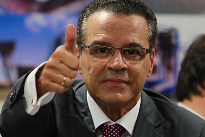 Dilma confirma Henrique Eduardo Alves como ministro do Turismo