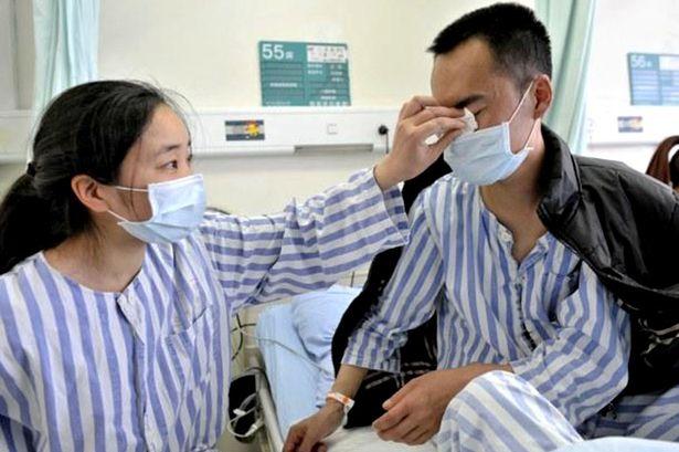 Esposa salva vida de marido doando seu rim quatro anos após ele salvar vida dela