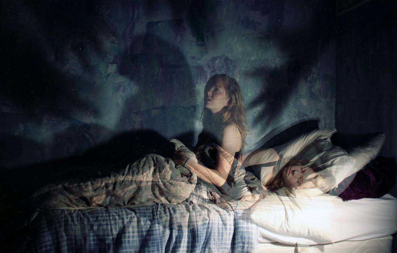 """Você já se acordou no meio da noite sem conseguir se mover? Pesquisador explica a """"paralisia do sono"""""""