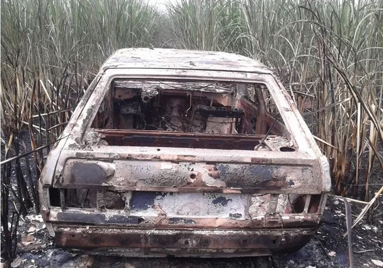 Exemplar da bíblia sai intacto após carro ser incendiado