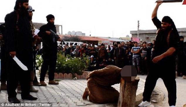Estado Islâmico decapita homem acusado de praticar feitiçaria e bruxaria
