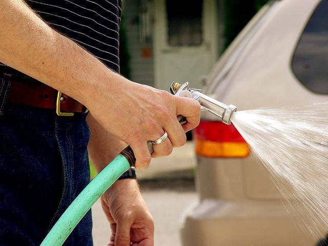 Sancionada a lei que multa desperdício de água em SP