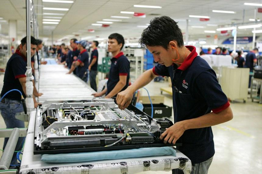 CE analisa projeto que obriga empresas a conceder bolsas a empregados e dependentes