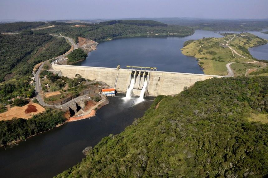 População apóia energia hidrelétrica, mas prefere outras fontes de energia