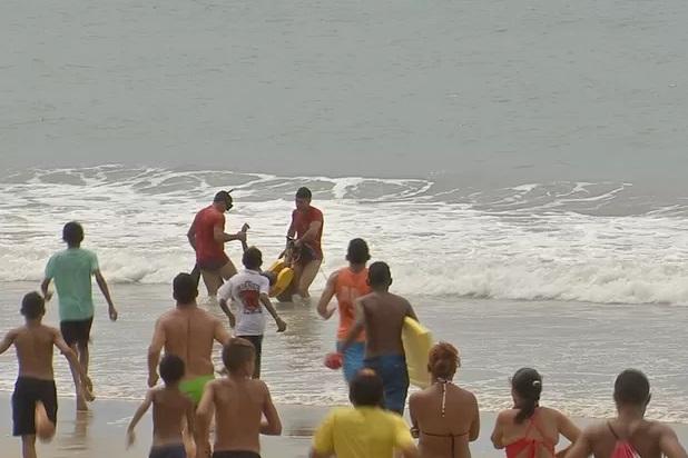 Três adolescentes desaparecem durante banho de mar em Fortaleza