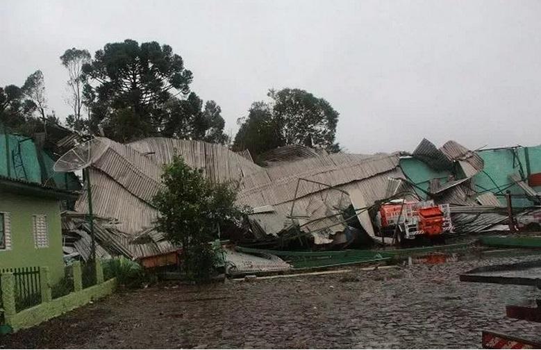 Governo libera FGTS para famílias atingidas por tornado em SC; Xanxerê decreta estado de calamidade pública