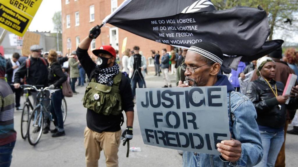 Policiais acusados da morte de jovem negro em Baltimore serão julgados em julho