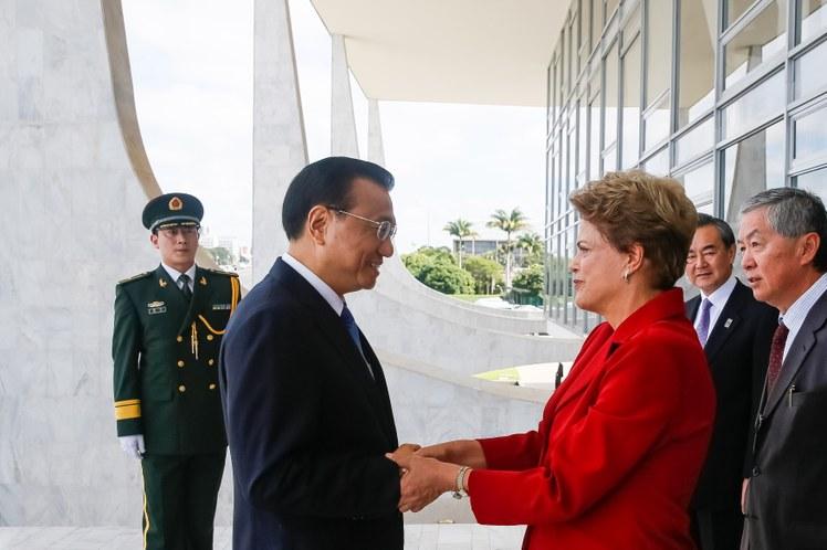 Primeiro-ministro chinês anuncia intenção de abrir fábricas no Brasil
