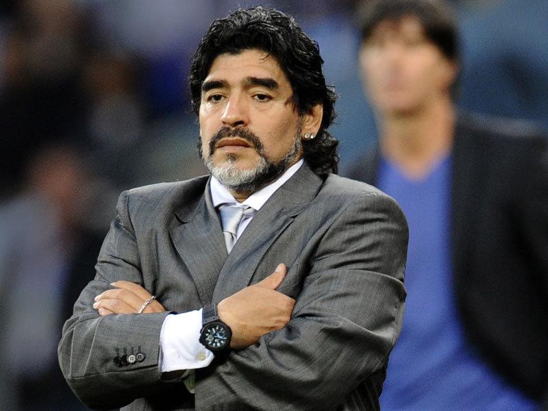 Após prisões, Maradona chama Blatter de 'ladrão'