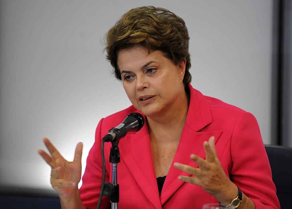 """Corte no Orçamento será """"o necessário"""" para ajustar contas públicas, diz Dilma"""