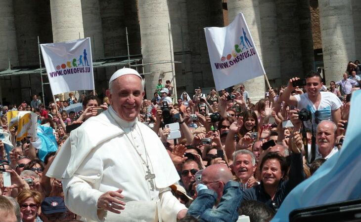 Papa Francisco expulsa padre espanhol acusado de pedofilia