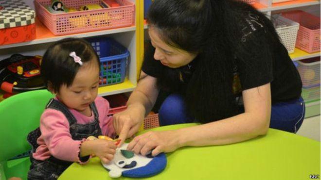 Crianças de Hong Kong fazem 'vestibular' para entrar em creches