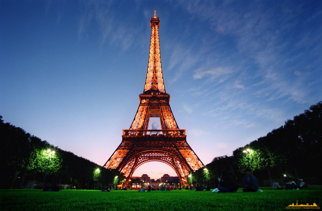 Empresa chinesa paga viagem de 6,4 mil funcionários a França