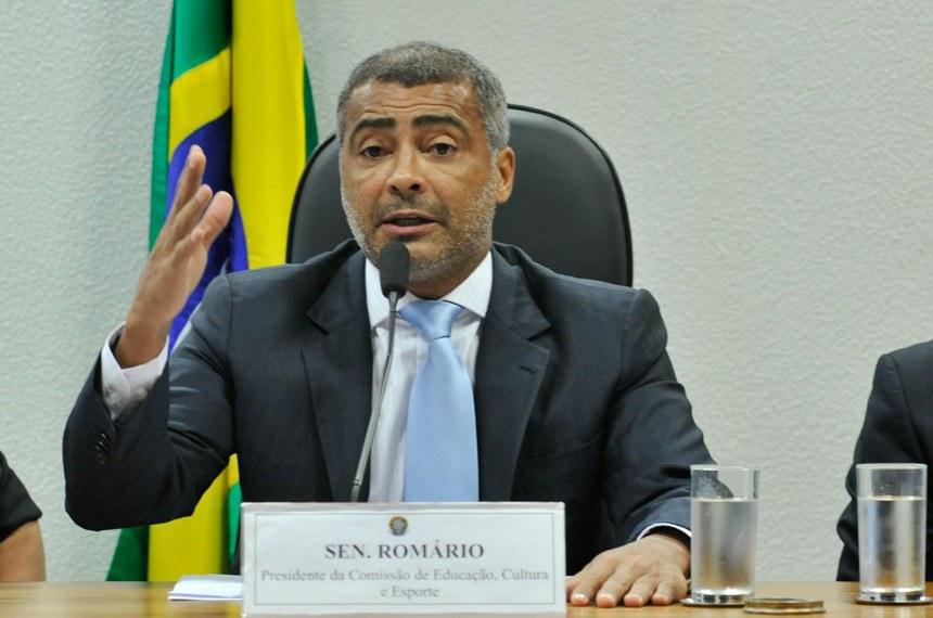 """""""Lugar de ladrão é na cadeia"""", diz senador Romário sobre prisão de José Maria Marin"""