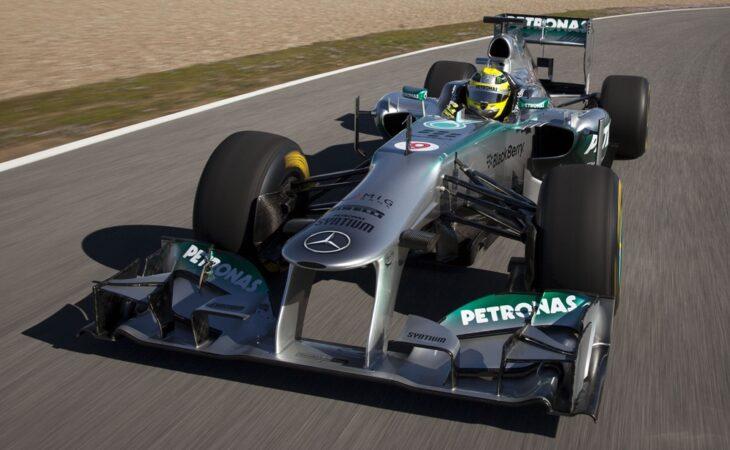 Mercedes sobra em treinos para GP da Espanha