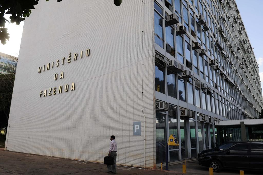 Ministério da Fazenda pode abrir seleção com mais 3 mil vagas e salários acima dos R$ 3 mil