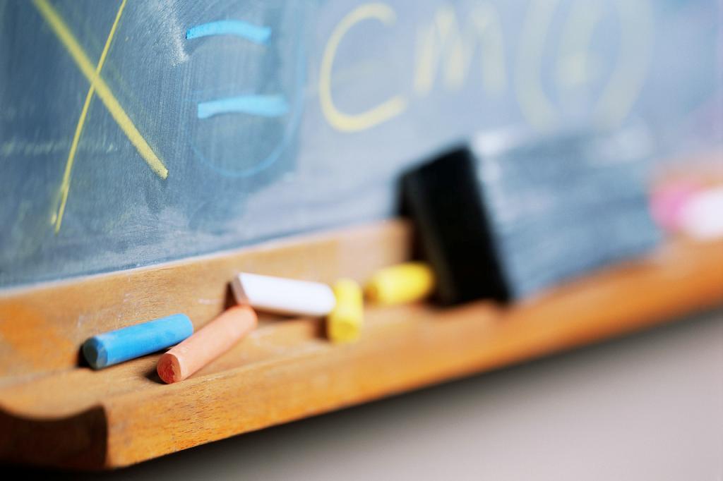 No Brasil, salário baixo faz carreira de professor virar opção passageira