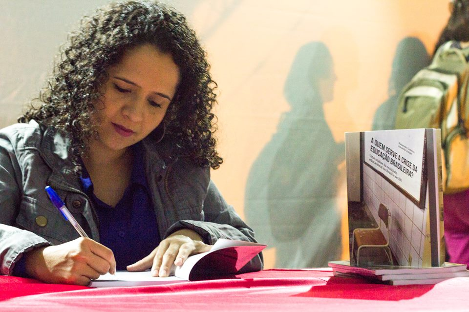 Amanda Gurgel vai propor salário para vereador igual ao de professor