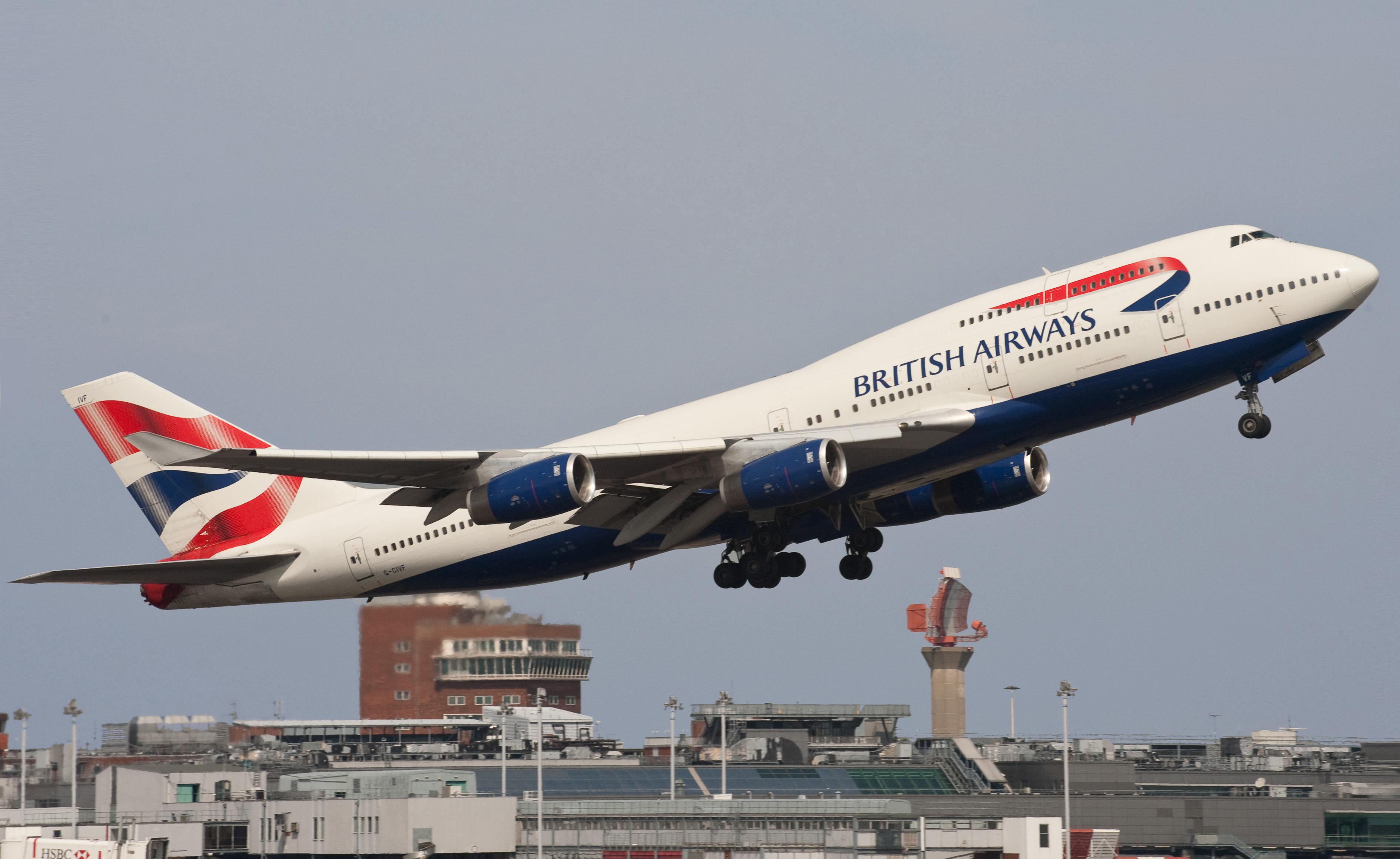 Passageiro clandestino cai de avião em Londres