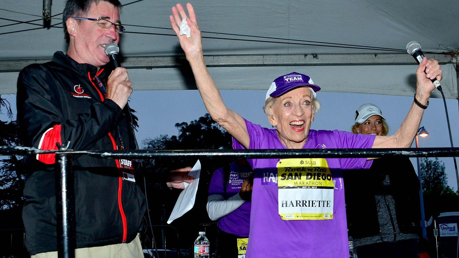 Aos 92 anos, atleta norte-americana completa maratona e bate recorde