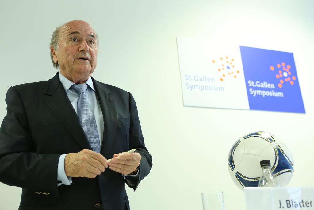Blatter e Platini são suspensos por oito anos do futebol