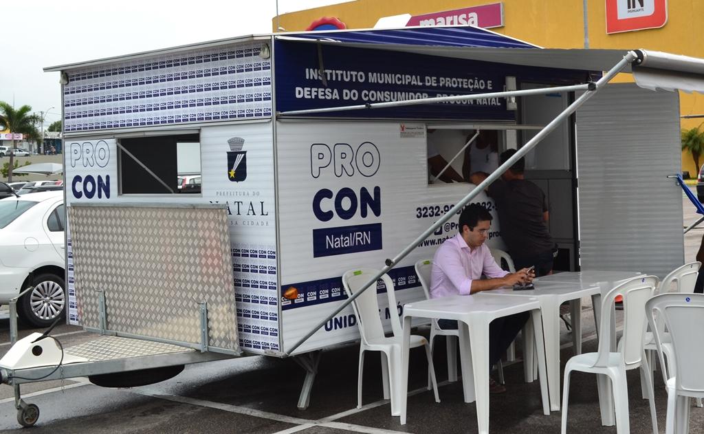 Unidade móvel do Procon vai orientar consumidores durante a greve dos bancários