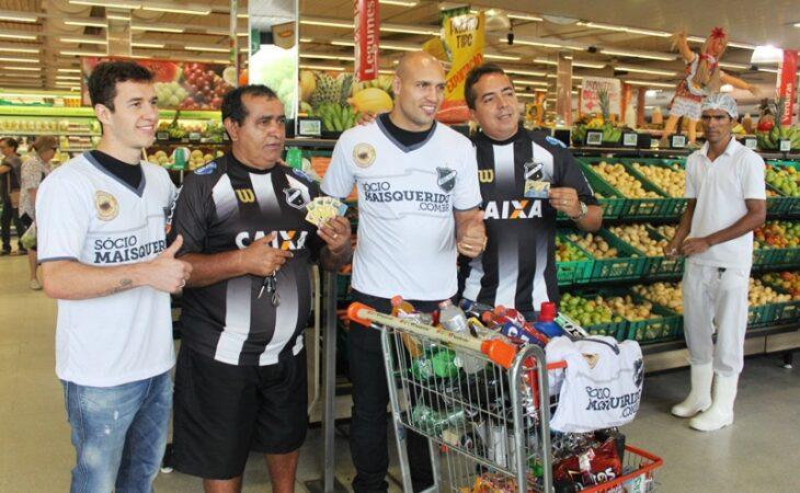 Edno e Ronaldo Mendes participam de ação com Sócios Torcedores